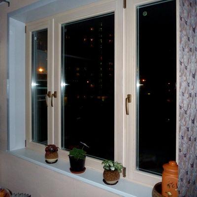 Дерево алюминиевые окна в квартире